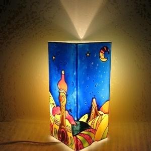 """Hold Anyó Meselámpa  - festett üveg hangulatlámpa, gyereklámpa, Lakberendezés, Otthon & lakás, Lámpa, Gyerek & játék, Gyerekszoba, Üvegművészet, Festett tárgyak, Hold Anyó Meselámpa  - festett üveg hangulatlámpa, gyereklámpa\n\n\""""Hold Anyó cinkosan mosolygott az al..., Meska"""