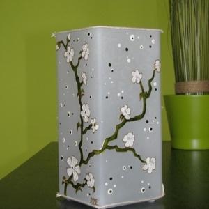 Fehér cseresznyevirágok lámpa - üvegfestett hangulat lámpa , Lakberendezés, Otthon & lakás, Lámpa, Hangulatlámpa, Üvegművészet, Festett tárgyak, Virág, virág, virág hátán: Fehér cseresznyevirágok lámpa - festett üveg hangulatlámpa \n\nA tavaszi cs..., Meska