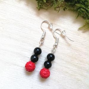 Fekete-piros ásvány fülbevaló ónix és cinóber gyöngyökből, féldrágakő ásványfülbevaló - Meska.hu