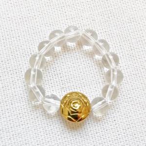 Arany rózsa - gumis gyűrű hematit rózsával, Ékszer, Gyűrű, Gyöngyös gyűrű, Ékszerkészítés, Gyöngyfűzés, gyöngyhímzés, Ásvány gyűrű arany színű hematit rózsával.\nEgyedi gyűrű 4mm-es átlátszó üveggyöngyökből, arany színű..., Meska
