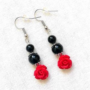 Rózsás ásvány fülbevaló fekete ónix és piros cinóber gyöngyökből, féldrágakő ásványfülbevaló, Ékszer, Lógó fülbevaló, Fülbevaló, Ékszerkészítés, Gyöngyfűzés, gyöngyhímzés, Meska