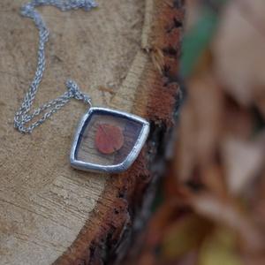 FAUN őszi leveles üveg nyaklánc, csodás karácsonyi ajándék, ezüstözve, geometrikus forma, ékszer, fenntartható - ékszer - nyaklánc - medálos nyaklánc - Meska.hu