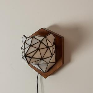 Tiffany Róka Üveg Trófea Falilámpa, különleges, egyedi színes jegesmedve lámpa, 100% handmade, természet inspirálta, Otthon & lakás, Képzőművészet, Lakberendezés, Lámpa, Fali-, mennyezeti lámpa, Szobor, Üvegművészet, Bence /Ecohunt 3D tervei alapján valósítottuk meg ezt a gyönyörű Tiffany lámpát!\nTejfehér fél transz..., Meska