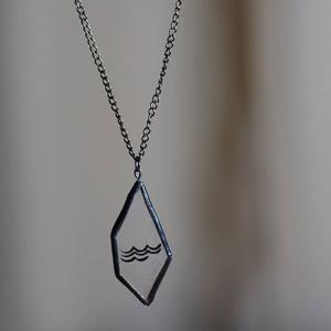 Hullám üveg nyaklánc, tiffany technikával, égetett, ezüstözött, nemesacél lánccal, víz motívum geometrikus formával - Meska.hu
