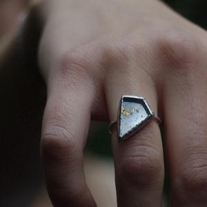 Különleges üveg gyűrű antik tükörrel, fenntartható, szögletes forma, minimal, természetbarát, újrahasznosított , Ékszer, Szoliter gyűrű, Gyűrű, Ékszerkészítés, Üvegművészet, Meska