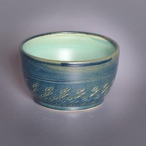 Kerámia  japános teáscsésze (éjkék-türkiz), Otthon & lakás, Lakberendezés, Konyhafelszerelés, Bögre, csésze, Fehér kőagyagból készült, magastűzön (1210 fokon) tömörre égetett csésze. Kívül belül matt mázzal. A..., Meska