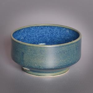 Kerámia  japános teáscsésze (éjkék-orbit3), Otthon & lakás, Lakberendezés, Konyhafelszerelés, Bögre, csésze, Pöttyös kőagyagból készült, magastűzön (1210 fokon) tömörre égetett csésze. Kívül éjkék színű matt e..., Meska