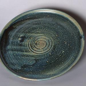 Kerámia tányér, kék2, Otthon & lakás, Konyhafelszerelés, Lakberendezés, Tálca, Kerámia, Pöttyös kőagyagból készült, magastűzön (1220 fokon) tömörre égetett tányér. Alja máztalan.\nA mindenn..., Meska