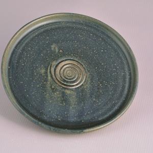 Kerámia kistányér, kék1, Otthon & Lakás, Konyhafelszerelés, Tányér & Étkészlet, Kerámia, Pöttyös kőagyagból készült, magastűzön (1220 fokon) tömörre égetett tányér. Alja máztalan.\nA mindenn..., Meska