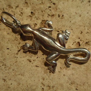 """gekkó ,vagy gyík medál, Ékszer, Medál, Ékszerkészítés, Ötvös, Gekkó vagy gyík medál.\n925-ös ezüstből készítettem ezt a medált\nfémjelzett névjelzett\n\ntömör kis \""""sz..., Meska"""