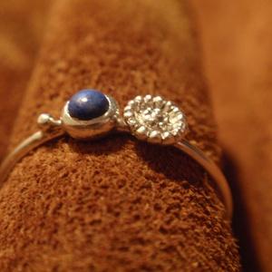 Ezüst drót gyűrű lápisszal, Többköves gyűrű, Gyűrű, Ékszer, Ékszerkészítés, Ötvös, Ezüst drót gyűrű lápisszal.\n-könnyed egyedi stílus-\n\nLencse alakú foglalatba helyeztem a követ,mellé..., Meska