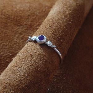 Ezüst drót gyűrű ametiszttel, Ékszer, Gyűrű, Ékszerkészítés, Ötvös, Ezüst drót gyűrű ametiszttel.\n-könnyed egyedi stílus-\n\nLencse alakú foglalatba helyeztem a követ,mel..., Meska