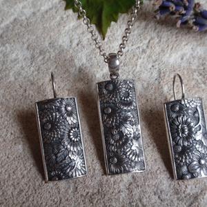 Virágmintás ezüst fülbevaló medállal - ékszer - ékszerszett - Meska.hu