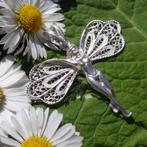 Tündér medál filigrán szárnyakkal, Medál, Nyaklánc, Ékszer, Fémmegmunkálás, Ékszerkészítés, Szeretem a könnyű légies ékszereket elkészíteni,ez a filigrán szárnyas tündér is 925ös ezüstből kész..., Meska