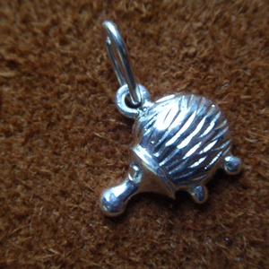 Süni medál, Egyéb, Furcsaságok, Ékszer, Medál, Ékszerkészítés, Ötvös, Ezüst süni medál,925-ös ezüstből készítettem.plasztikus\nmérete:1,1cm x 0,9 cm es négyzetbe fér bele\n..., Meska