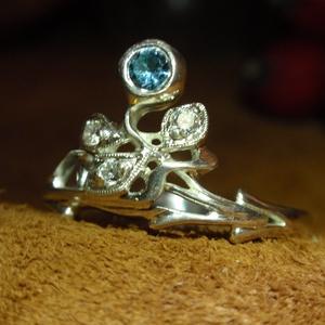 Szecessziós aquamarinos ezüst gyűrű, Ékszer, Gyűrű, Többköves gyűrű, Fémmegmunkálás, Ötvös, Szecessziós köves ezüst gyűrű.\nSzép aquamarinnal. es 3 db cirkóniával.\nMasszívabb sin kivitelben 2,7..., Meska