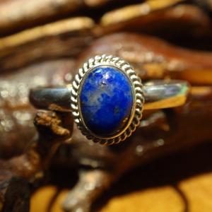 lápisz ezüst  gyűrű, Ékszer, Gyűrű, Szoliter gyűrű, Ékszerkészítés, Ötvös, Egyköves, lápiszos köves gyűrű,tokos foglalatban sodrott  dróttal keretezve.A kő féldomború kb 8 x 6..., Meska