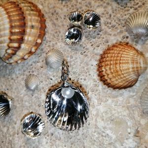 ezüst kagyló medál igazgyönggyel , Ékszer, Nyaklánc, Medál, Ékszerkészítés, Ötvös, Meska