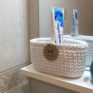 Kosárka fürdőszobai polcra vagy kis helyre, Otthon & Lakás, Fürdőszoba, Fürdőszobai tároló, Horgolás, A hófehér kosárka prémium minőségű zsinórfonalból készült. Mérete és formája miatt praktikus a kis h..., Meska