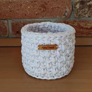 Fehér tároló kosár, Otthon & Lakás, Tárolás & Rendszerezés, Tárolókosár, Horgolás, Az fehér kosár pólófonalból készült.\nAnyaga: 90%-ban újrahasznosított pamut, 10%-ban egyéb újrahaszn..., Meska