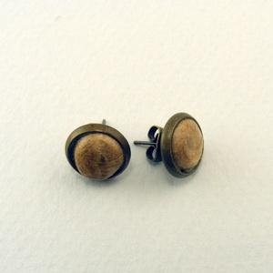 Ligna bedugós fülbevaló , Ékszer, Fülbevaló, Tölgyfából készült, antikolt, gömbölyded dísz, bronz színű foglalatban. -dísz mérete: 8mm átmérő  Az..., Meska