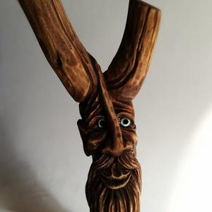 Faragott kedves arcú szobor, Fa, Szobor, Művészet, Famegmunkálás, Megrendelésre elkészítettem a kedves arcú fa szobrot, aminek a szemét Abalone kagyló gyönggyel díszí..., Meska
