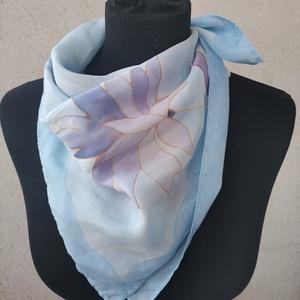 Kék lila absztrakt virágmintás selyemkendő - Meska.hu