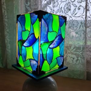 Üvegfestett egyedi lámpa, Otthon & Lakás, Lámpa, Asztali lámpa, Üvegművészet, Festett tárgyak, Kerámia aljjal ellátott, saját tervezésű és készítésű üvegfestett asztali lámpa. Teljes magassága 32..., Meska