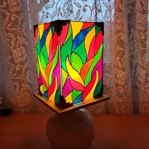 Üvegfestett egyedi asztali lámpa, Otthon & Lakás, Lámpa, Asztali lámpa, Üvegművészet, A fények játéka. A lámpa teljes magassága kb.32 cm., Meska