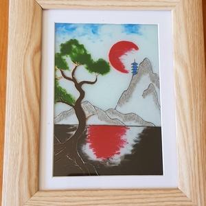 Naplemente a hegy lábánál, Otthon & lakás, Dekoráció, Kép, Dísz, Üvegművészet, 13x18 cm méretű, üvegre kézzel festett festmény. \nA lemenő vörös nap fénye visszatükröződik a hegyek..., Meska