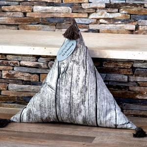 Famintás háromszög párna bojtokkal, Párna & Párnahuzat, Lakástextil, Otthon & Lakás, Varrás, A famintás háromszög párna a kanapé egyik szuper kiegészítője és dekorációja tud lenni.\n Az oldalain..., Meska