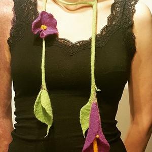 Lila virágos nemez nyaklánc, Ékszer, Nyaklánc, Nemezelés, Egyedi tervezésű, hagyományos nemezelési technikával készült, különleges nyaklánc, lila virágokkal. ..., Meska