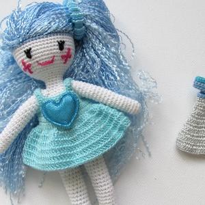 Kékhajú tündér - amigurumi baba - horgolt baba - baba ruhatárral - öltöztetős baba, Gyerek & játék, Gyerekszoba, Játék, Ez a tündérke -  öltöztethető amigurumi technikával horgolt baba - saját ruhatárral. Haját szálára v..., Meska