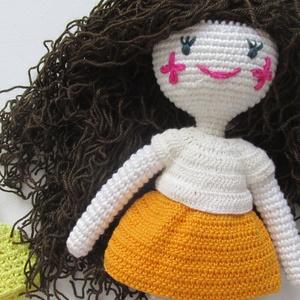 Flóra baba - amigurumi baba - horgolt baba - göndaörbababhorgolt baba ruhatárral - öltöztethető horgolt baba - játékbaba (Bababolt) - Meska.hu