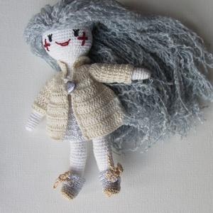 Yvonne a csillaglány - amigurumi baba - horgolt baba - öltöztethető horgolt baba - baba ruhatárral - ezüst hajú baba, Gyerek & játék, Játék, Baba játék, Baba-mama kellék, Yvonne a Csillagokból érkezett - sok jó játékot varázsolhatsz vele. Ruhatára és frizurázható haja va..., Meska