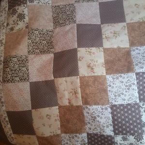 Virágos patchwork  ágytakaró, Ágytakaró, Lakástextil, Otthon & Lakás, Patchwork, foltvarrás, 100x 200 cm-es  a  barna -bézs , rózsaszín - bordó különböző árnyalataival készült patchwork ágytaka..., Meska