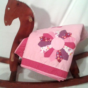 Bébi patchwork lányka takaró, rózsaszín virágokkal névvel, tökéletes ajándék Karácsonyra, keresztelőre, születéenapra , Bútor, Otthon & lakás, Ágy, Gyerek & játék, Gyerekszoba, Patchwork, foltvarrás, Varrás, Ez a patchwork takaró megrendelésre készült egy kisbaba keresztelőjére. \n\nTökéletesen illik kislány ..., Meska