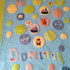 Kisfiús patchwork takaró, kedvenc játékokkal és névvel, patchwork, keresztelőre, Karácsonyra, születésnapra, Otthon & Lakás, Takaró, Lakástextil, Kisfiúknak patchwork ágytakaró, kedvenc játékokkal és állatokkal és a nevével díszítve, tökéletes aj..., Meska