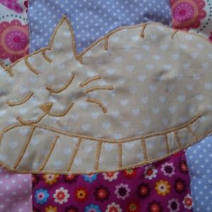 Patchwork babatakaró, kislányos színekben, aprő  alvó macvskával és névvel (Babam) - Meska.hu