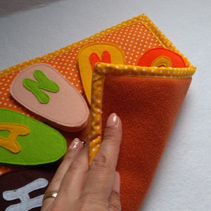 Rakd ki gyermeked nevét betűkből, csendeskönyvből egy oldal, betű kirakós, matató, utazós játék, készségfejlesztés (Babam) - Meska.hu