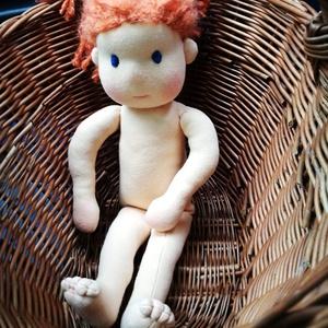 waldorf baba, Gyerek & játék, Játék, Baba, babaház, Plüssállat, rongyjáték, Karácsony, Karácsonyi dekoráció, Baba-és bábkészítés, 43 cm magas waldorf jellegű baba, öltöztethető, haja frizurázható. Teste öko pamutanyagból készült, ..., Meska