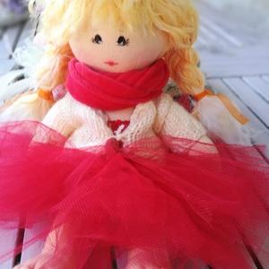 baba piros tüll szoknyában, Játék & Gyerek, Baba & babaház, Baba, Baba-és bábkészítés, Baba test anyagból varrt 30 cm magas baba, melyet lehet frizurázni, akár öltöztetni is. Keze-lába mo..., Meska