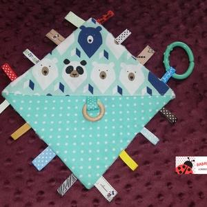 Címke rongyi babáknak, Alvóka & Rongyi, 3 éves kor alattiaknak, Játék & Gyerek, Hímzés, Varrás, Minden baba szereti a színes, figyelemfelkeltő játékokat. A különböző színek, anyagok és címkék lekö..., Meska