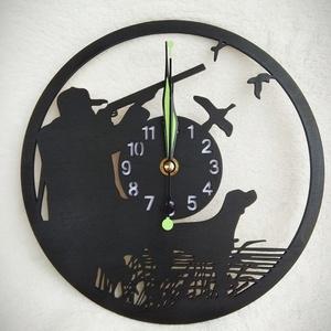 Vadászos óra, Otthon & lakás, Dekoráció, Dísz, Lakberendezés, Falióra, óra, Famegmunkálás, Lézervágott technikával készült óra. A termék átmérője 22 cm., Meska