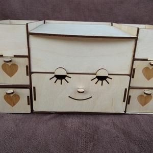 Fa kincses doboz, Doboz, Tárolás & Rendszerezés, Otthon & Lakás, Famegmunkálás, Lézervágott technikával készült ládika. A doboz kérhető névvel ellátva is . A doboz mérete : 30*19*1..., Meska