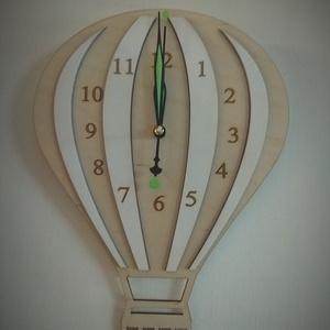Hőlégballonos óra , Otthon & Lakás, Dekoráció, Falióra & óra, Famegmunkálás, Lézervágott tecnikával készült fa óra. Az óramű nem kattog, nem hangos, foszforeszkáló bevonata miat..., Meska