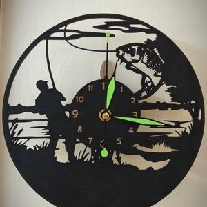 Horgászos óra, Otthon & Lakás, Dekoráció, Falióra & óra, Famegmunkálás, Fából készült lézervágott tecnikával készült falióra. Az óramű nem hangos, foszforeszkáló bevonata m..., Meska