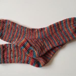 40-es csíkos gyapjú zokni, Ruha & Divat, Kötés, Kézzel kötött  gyapjú zokni\n\nTermékleírás:\nSzín: többszínű\nAnyag:  75%gyapjú 25% poliamid\nMéret: Tal..., Meska