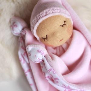 Alvómanó, a legkisebbek alvótársa, Játék & Gyerek, Alvóka & Rongyi, 3 éves kor alattiaknak, Sokféleképpen nevezik, alvómanó, rongyimanó, csücsökmanó, rongyikendő... A kisbabák első alvótársai...., Meska