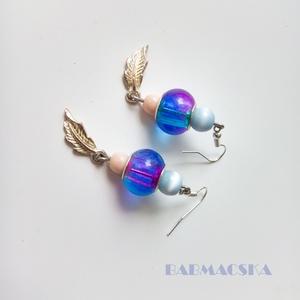 Tengeri fuvallat - Kék, rózsaszín tollas fülbevaló - ékszer - fülbevaló - lógó fülbevaló - Meska.hu